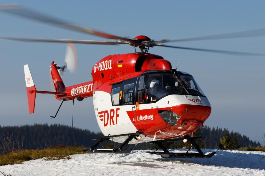 Christoph 54 bei einer Lawinenübung auf dem Feldberg. Hier haben  die DRF Luftrettung, die Bergwacht und die Polizei gemeinsam geübt, acht Menschen aus einem Lawinenfeld zu retten
