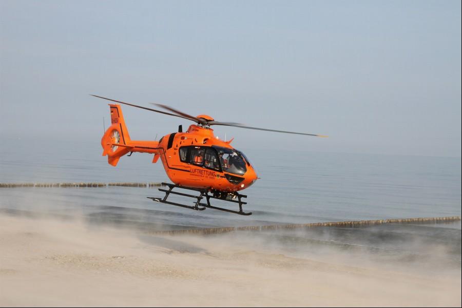 Hier zu sehen ist Christoph 34 bei einem Einsatz Ende August an der Ostsee (Strand von Börgerende)