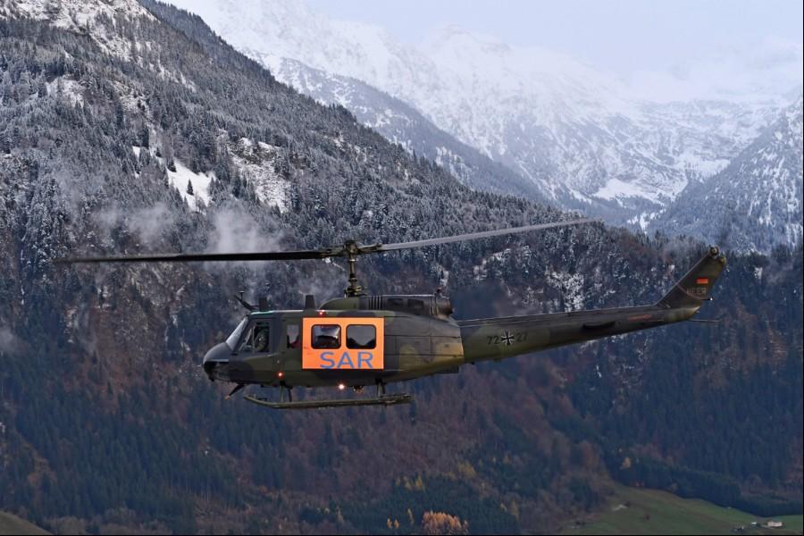 """SAR 64 Niederstetten mit der """"Huey"""" zum Windentraining in den Allgäuer Alpen. Vermutlich das letzte Training dieser Art mit der Bell."""