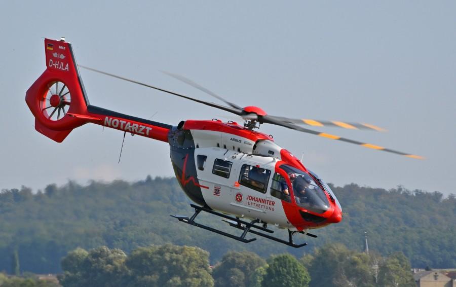 Die erste von zwei neuen H145 der Johanniter Luftrettung D-HJLA bei der Pilotenausbildung. Die Hubschrauber mit 5-Blatt-Rotor werden von Piloten der Heli Flight geflogen.