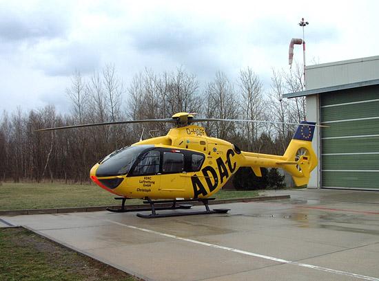 Die EC 135 P2 mit der Kennung D-HOFF nach der Landung in Senftenberg