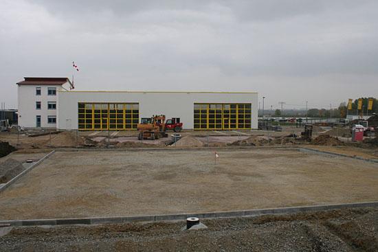 Hier die Totale der Baustelle mit den zwei Hangartoren deutlich ersichtlich