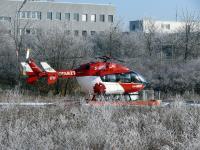 Intensivtransport-Hubschrauber können klinisch erstversorgte Patienten in Spezialkliniken verlegen; hier Christoph München