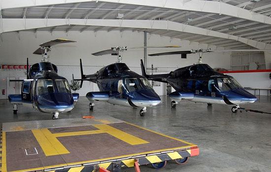 Triple-triple two: Die drei Bell 222 warten nach inoffiziellen Angaben auf ihre Verschiffung in Bremerhaven