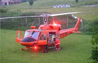 Die Bell 212 mit markantem Erscheinungsbild - abgelöst und verkauft; hier ein Einsatzfoto