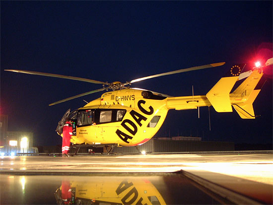 Christoph Brandenburg absolvierte am 22.12.2007 seinen 10.000 Einsatz. Hier auf dem Dachlandeplatz am Krankenhaus Eberswalde
