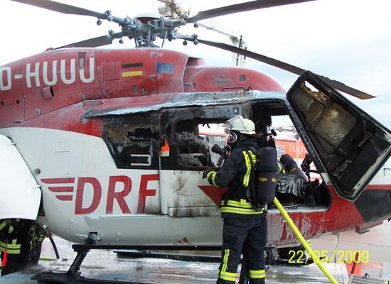 Der Innenraum des Hubschraubers wurde durch das Feuer weitgehend zerstört