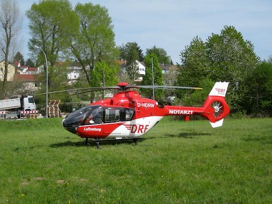 D-HDRW der DRF Luftrettung bei einem Einsatz in Karlsruhe-Grünwettersbach