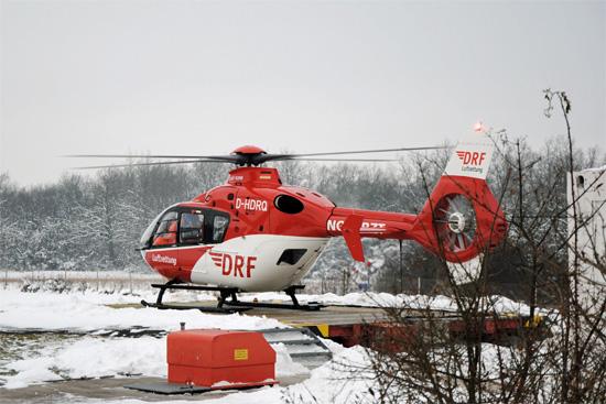 """Diese oder eine typgleiche Maschine wird in Weiden zum Einsatz kommen; hier """"D-HDRQ"""", noch in Ochsenfurt (Franken) aufgenommen, wo mittlerweile die ADAC Luftrettung fliegt"""