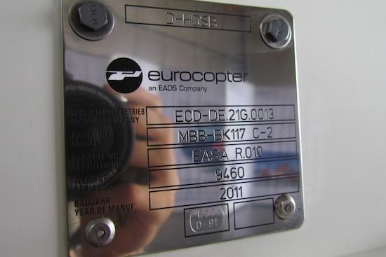 Typenschild der D-HDSB mit Seriennumer und genauer Typbezeichnung