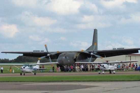 Flugzeuge im Showprogramm, deutlich erkennbar die Transall C-160