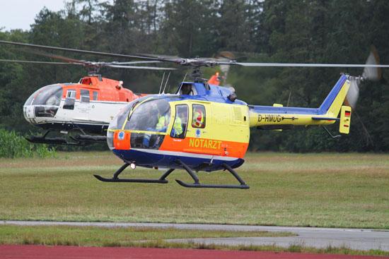 Formationsflug von zwei Hubschraubern des Helicopter Service Wasserthal (D-HHBW, D-HARO)