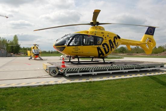 Eine EC 135 der ADAC Luftrettung in Senftenberg/ Brandenburg