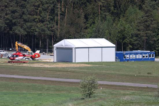 Das bis Anfang Dezember genutzte Provisorium mit Containerunterkunft und Zelthangar