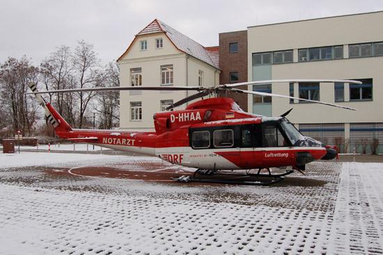 Zuvor kam in Berlin die Bell 412 zum Einsatz, hier zu sehen am 15.03.2010 an der Oberhavel-Klinik in Oranienburg