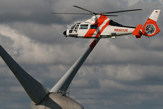 Über einem der Offshore-Windparks in der Nordsee
