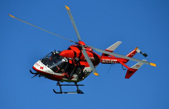 """Hier zu sehen der Rettungshubschrauber """"RK-1"""" (Österreich) beim Windentraining am 28.04.2012. Eine BK 117 mit Winde soll auch in Husum zum Einsatz kommen"""