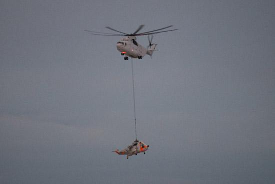 """Die Sea King (Gewicht 6,5 Tonnen) hatte am nördlichen Polarkreis eine """"harte Landung"""" durchführen müssen und war daraufhin nicht mehr flugfähig"""