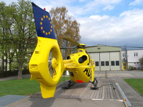 Bereits seit 1995 betreibt der ADAC die Luftrettungsstation in Straubing, zuvor (1977-1995) flog hier das BMI