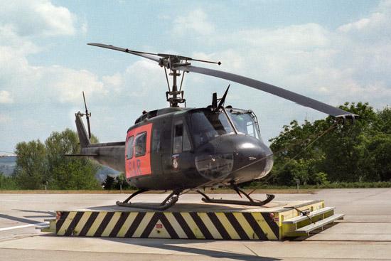 """Der am 30. Januar 1973 am Bundeswehr-Zentralkrankenhaus Koblenz stationierte """"SAR 73"""" (eine Bell UH-1D der Bundeswehr) ..."""
