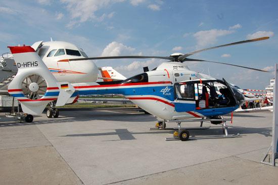 Der fliegende Hubschrauber-Simulator des Deutschen Zentrums für Luft- und Raumfahrt (DLR) basiert auf einem Serienhubschrauber des Typs Eurocopter EC 135 (hier auf der ILA im Juni 2010)