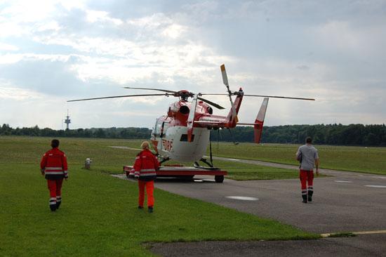 """Pilot, Notarzt und HEMS Crew Member bilden in der Luftrettung eine Einheit (hier die Besatzung des ITH """"Christoph 54"""" bei einer Alarmierung zu einem Sekundäreinsatz)"""