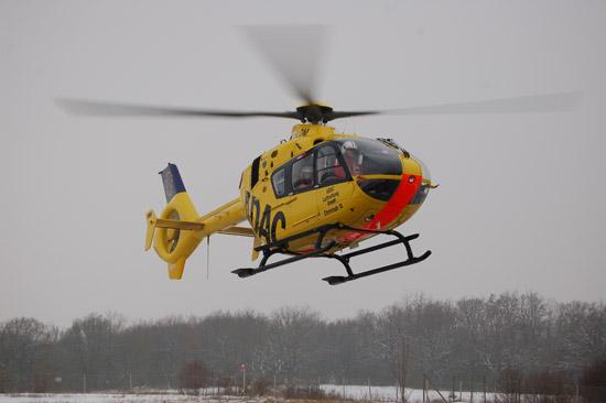 """Am diesjährigen """"Tag der Luftrettung"""" (22.01.2013) startet """"Christoph 18"""" bei Schneegrieseln von seiner Homebase zu seinem nächsten lebensrettenden Einsatz. Erst kurz zuvor war der RTH von einem Einsatz zurückgekehrt."""