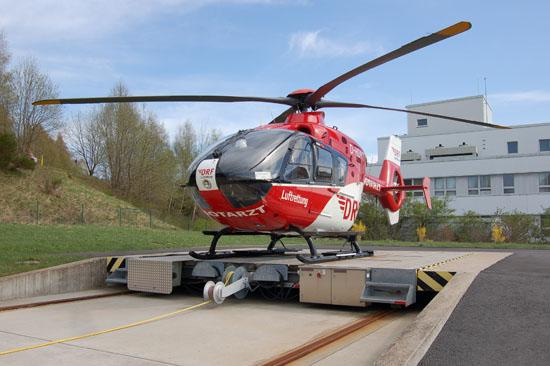 """Musste in Jena wegen eines Defekts übernachten: der am Zentralklinikum in Suhl stationierte RTH """"Christoph 60"""" der DRF Luftrettung"""
