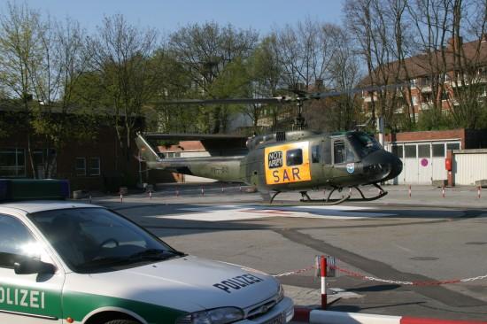 """Bis zum Jahre 2006 flog die Bundeswehr den durch die Serie """"Die Rettungsflieger"""" bundesweit bekannten SAR Hamburg 71"""