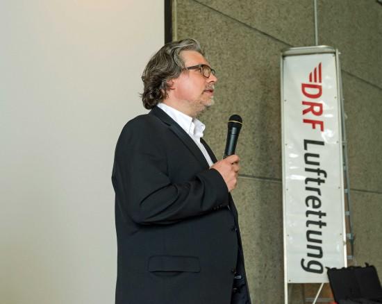 """Dr. Christian Afflerbach, Leitender Arzt an der Station Dortmund: """"Gerade beim Intensivtransport kommt es darauf an, dass alle Beteiligten Hand in Hand arbeiten."""""""