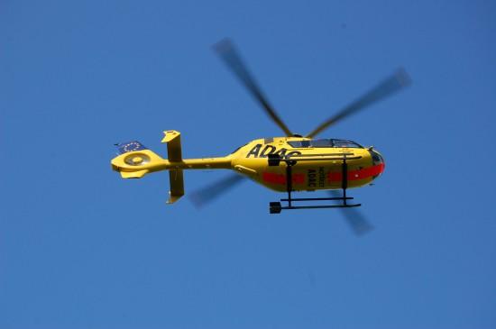 Hebt ab Dezember 2013 vom neuen Luftrettungszentrum auf dem Dach des Augsburger Klinikums ab: ein RTH vom Typ EC 135 der ADAC Luftrettung gGmbH