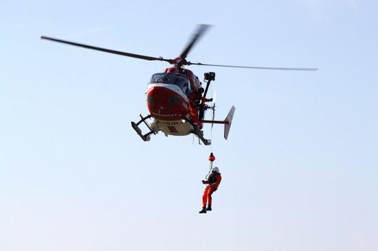 Die DRF Luftrettung stellt für die Sicherheit der Offshoreanlagen Baltic 1 und Baltic 2 eine Maschine vom Typ BK 117 mit Winde bereit
