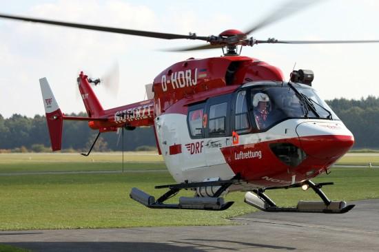 Die Maschine wird im 24-Stunden-Betrieb betrieben und von zwei Piloten, einem Rettungsassistenten / Winchoperator sowie einem Notarzt besetzt