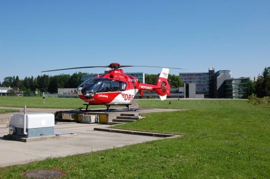 Auch in Friedrichshafen hat die DRF Luftrettung einen Hubschrauber vom Typ EC 135 stationiert