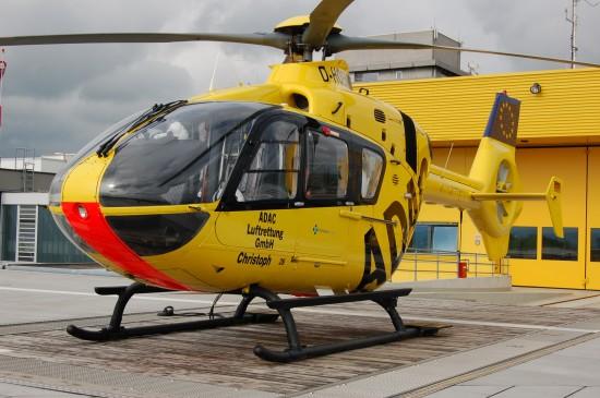 """Seit 2002 fliegt eine EC 135 (hier die Standortmaschine D-HOEM mit Aufkleber """"Klinikum Fulda"""")"""