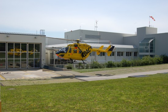 "Der ITH ""Christoph Murnau"" landet Ende Mai 2012 wieder an seiner Homebase an der Murnauer BG-Unfallklinik"