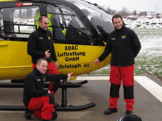 """Freuen sich unheimlich, dass es jetzt endlich losgeht: die Crewmitglieder des Augsburger RTH """"Christoph 40"""""""