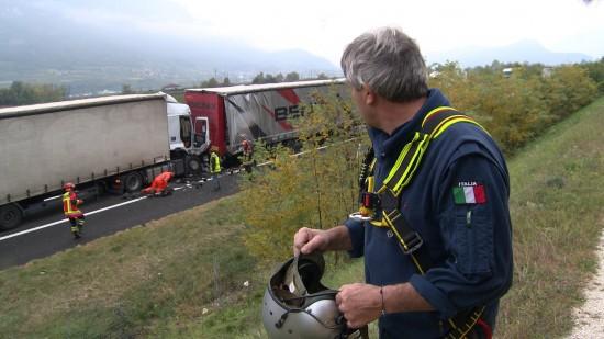 Alarmierung zu einem schweren Verkehrsunfall mit mehreren beteiligten LKW