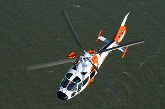 Hubschrauber der Offshore-Rettung von NHC über See (Archivbild)