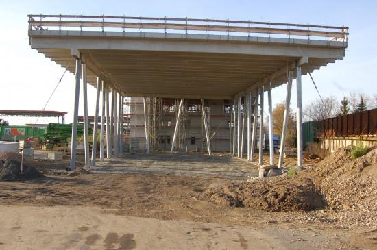 Die Bauarbeiten am neuen Luftrettungszentrum Gießen der Johanniter machen beachtliche Fortschritte, ...