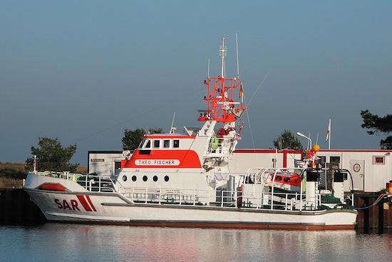 Am Einsatz beteiligt war der SRK THEO FISCHER; benannt nach einem 1995 im Einsatz auf See gebliebenen Besatzungsmitglied des SRK ALFRIED KRUPP