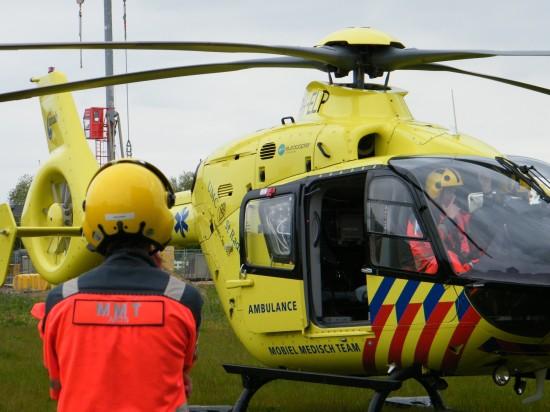 Lifeliner 3 in der Vorbereitung zum Abflug nach einem Unfall im niederländischen Ort Ewijk