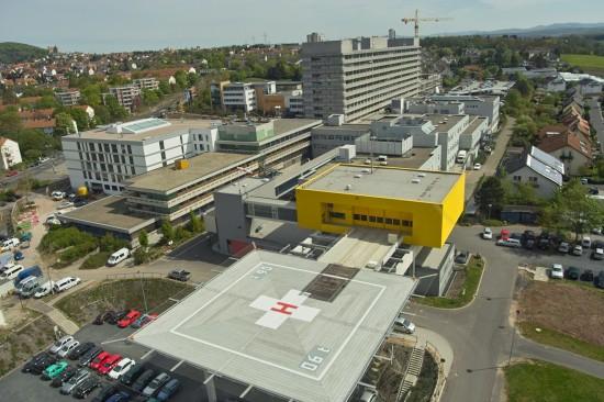 Nicht zu übersehen: der neue Hangar am Klinikum Fulda aus Sicht des anfliegenden RTH-Piloten