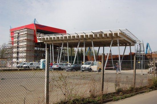 Die Bauarbeiten am neuen Luftrettungszentrum Gießen der Johanniter machten bereits beachtliche Fortschritte, ...
