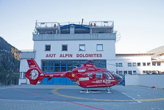 Eine EC135 im Einsatz für die Bergrettung in den Dolomiten