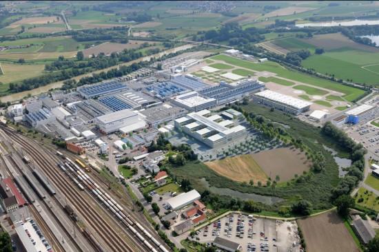 Die EC 145 T2 wird im Werk Donauwörth von Airbus Helicopters gebaut (Luftaufnahme)