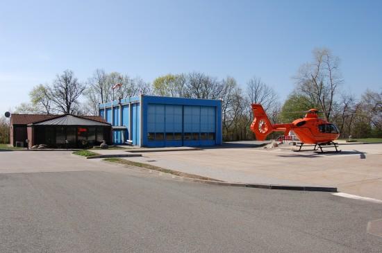 Wurden vor 20 Jahren in Betrieb genommen: der Hangar und die Landeplattform am Städtischen Klinikum in Brandenburg an der Havel