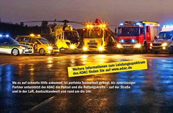 Die Werbeanzeige, über die der Rechtsstreit ging, zeigt neben dem RTH des ADAC auch weitere Fahrzeuge, u.a. der Feuerwehr und der Polizei