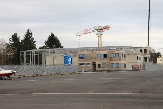 Das Foto zeigt das neue Gebäude auf dem Flughafen Findel