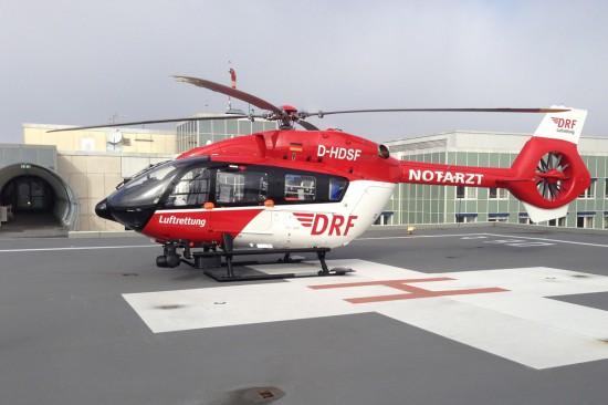 Erster Einsatz der EC 145 T2 auf dem Dachlandeplatz am Krankenhaus Fürstenfeldbruck